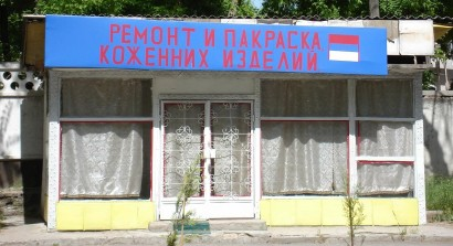 Bolt orosz felirattal Tadzsikisztánnban (Dusambéban)