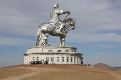 Dzsingisz kán emlékműve