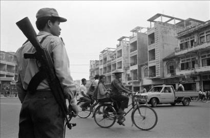 Rezsim és puska – kambodzsai milicista 1983-ból
