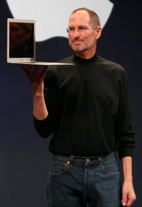 Steve Jobs és a Macbook Air